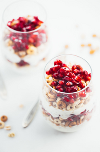 5-minute honey yogurt quinoa parfait
