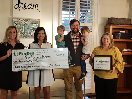 "Clayton and Maggie-Scott Cogle named ""Good Neighbor of the Year"""