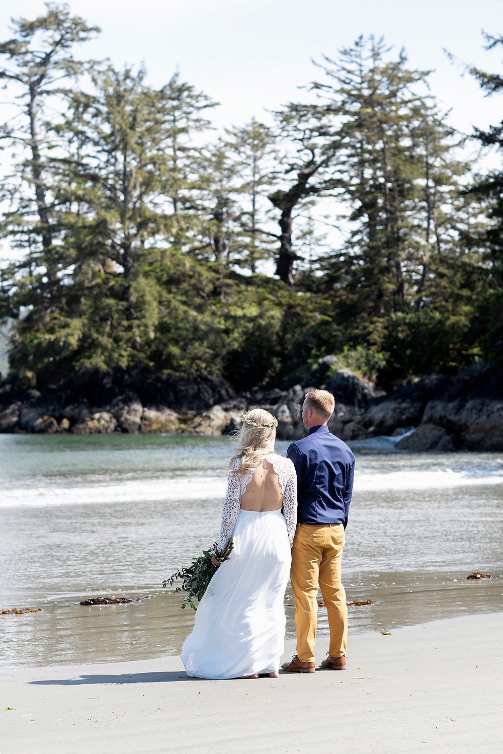 Tofino wedding photography. Photographed by Kaitlyn Shea