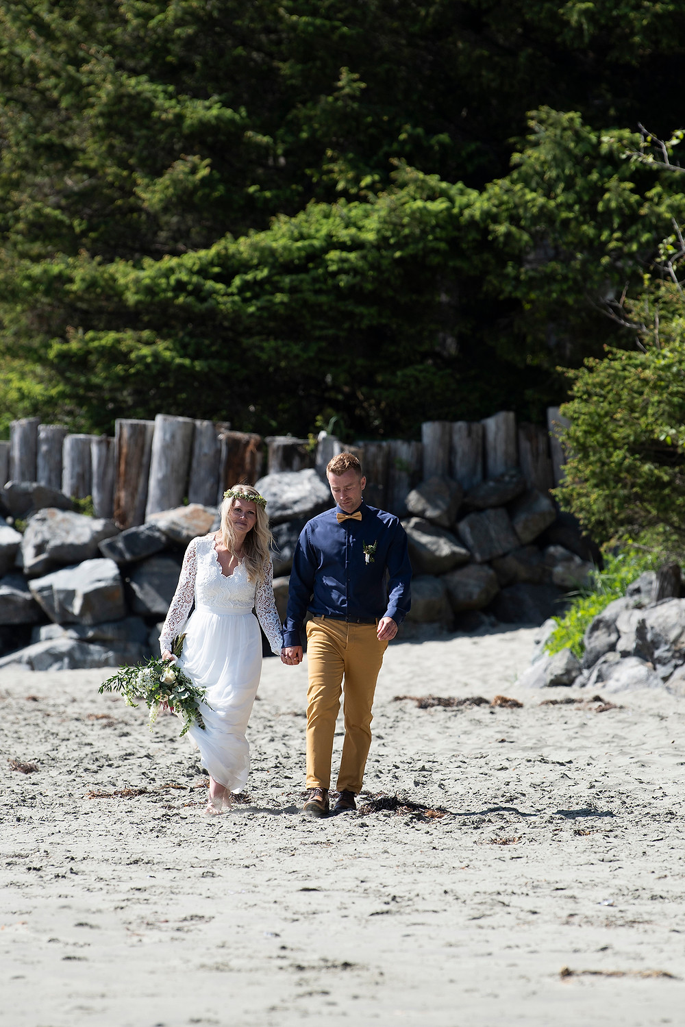 small destination wedding in Tofino. Photographed by Kaitlyn Shea