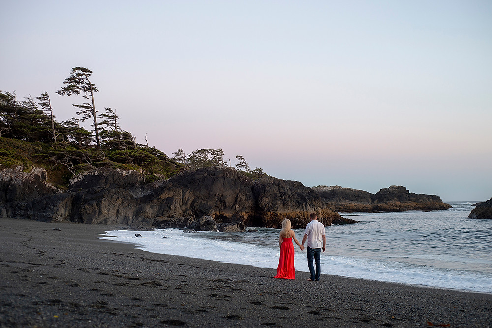 engagement photography in Tofino. Photographed by Kaitlyn Shea.
