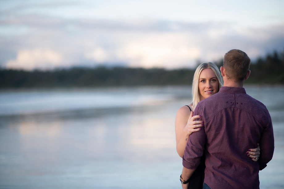 Beach Engagement Photos in Tofino || Claire & Tyler || Tofino Photographer