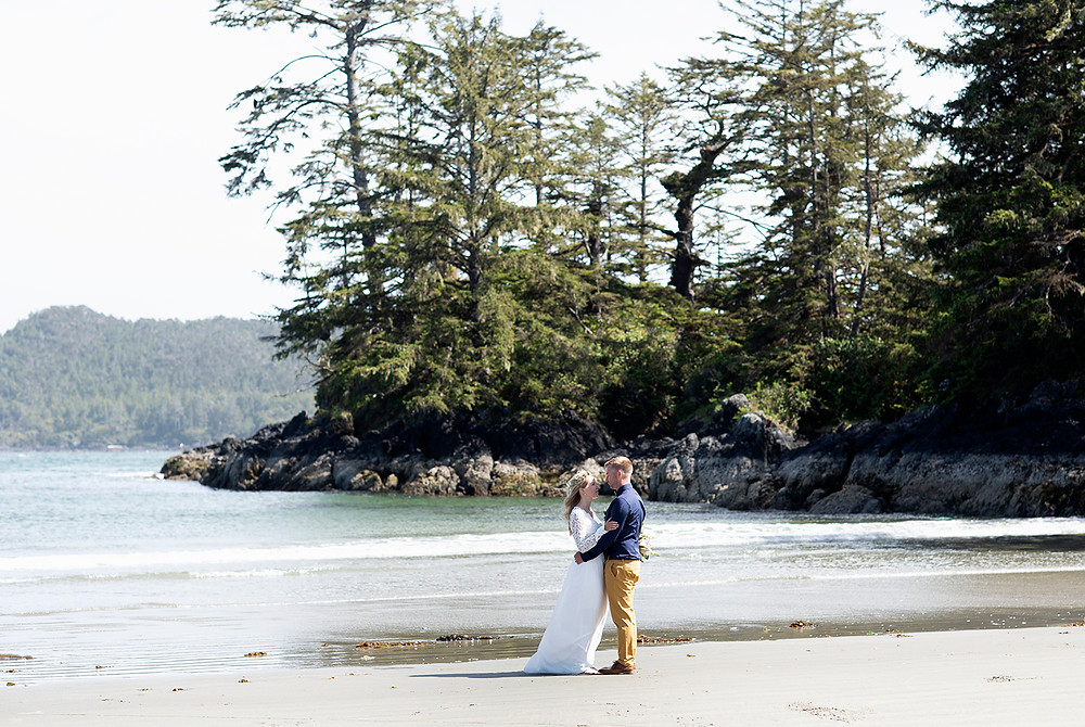 beach wedding Tofino. Photographed by Kaitlyn Shea