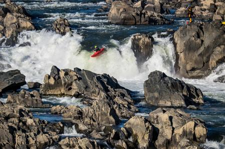 Kanuten im Wasserfall