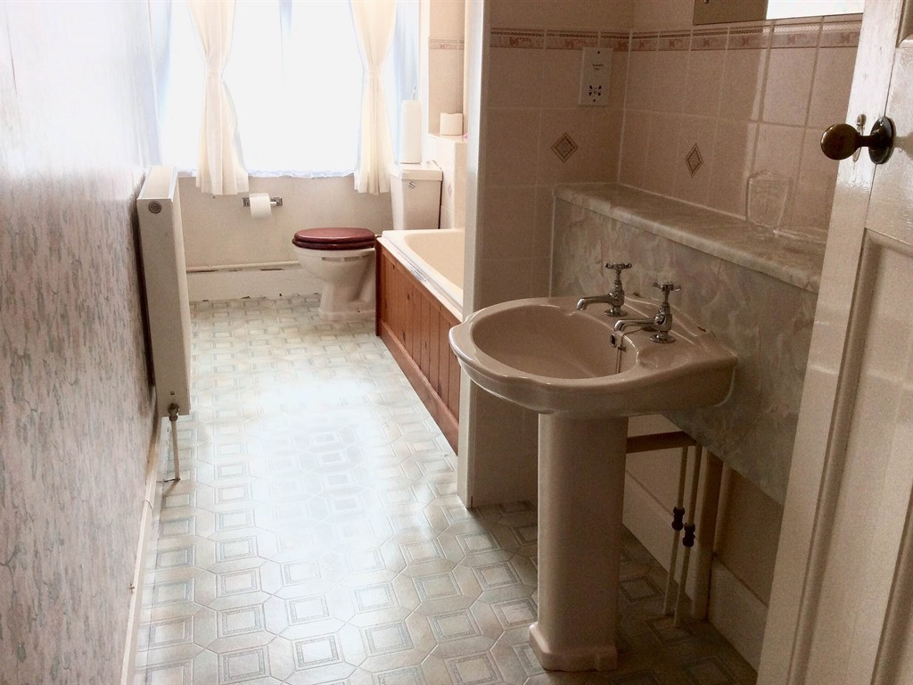 Apartment 8 - Bathroom