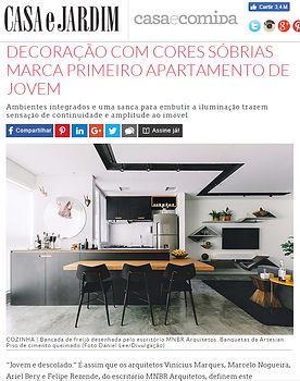 Publicação do apartamento Freijó pelo site da Revista Casa e Jardim.