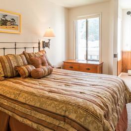 Landmark Orcas Lodging Bedroom