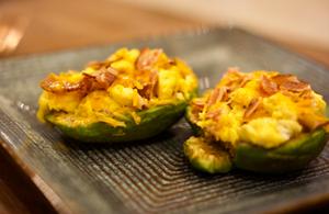 Keto / low carb avocado breakfast bowl recipe