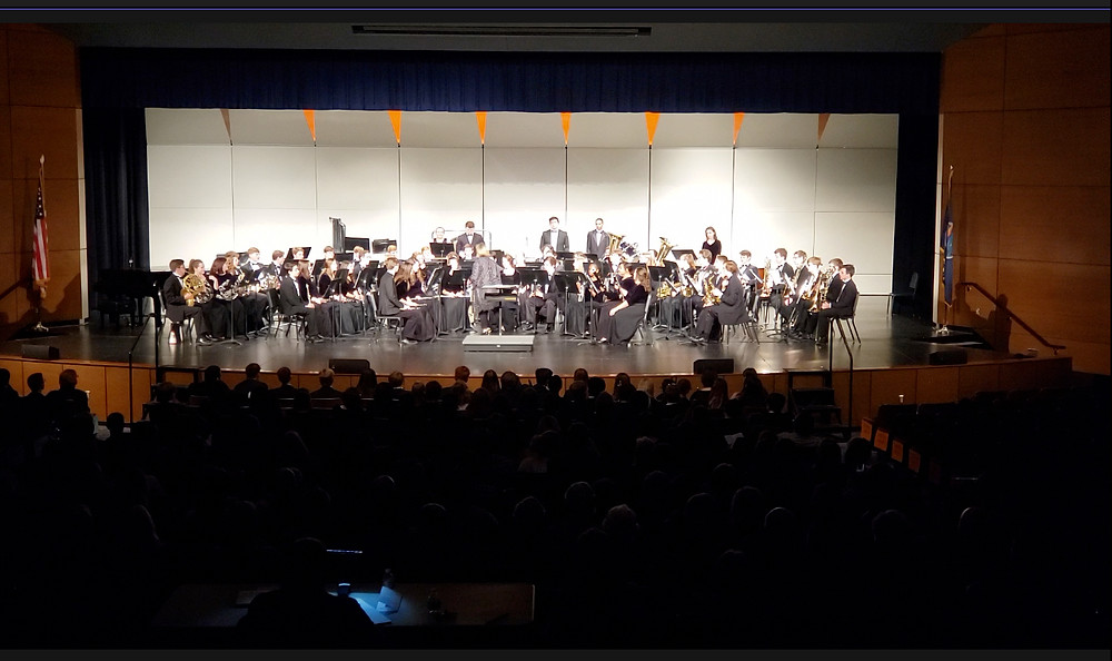 A photograph of Shawnee Mission Northwest on Stage, Illustrating the lack of zoom available on the Note 9