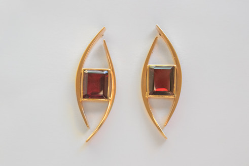 14kt Gold Forged Rectangular Rhodolite Earrings Stone Weight: 10.32ct Price: $1500