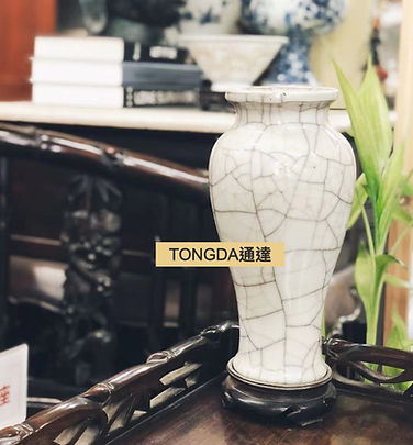 香港古董中式古玩瓷器古董花瓶.jpg