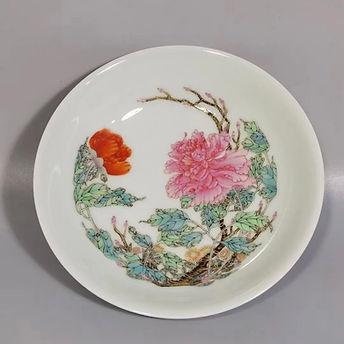 香港古玩瓷器花瓶收購.jpeg