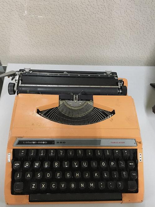 二手復古橙色打字機