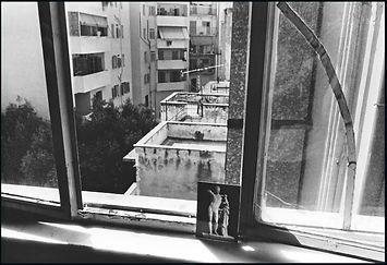 christophe avella bagur, greece_kalamata_hermes_et_fenetre_cassée.