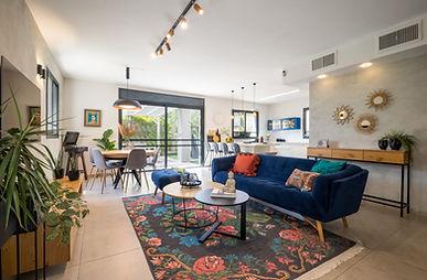 בית במודיעין-1 ספה כחולה.jpg