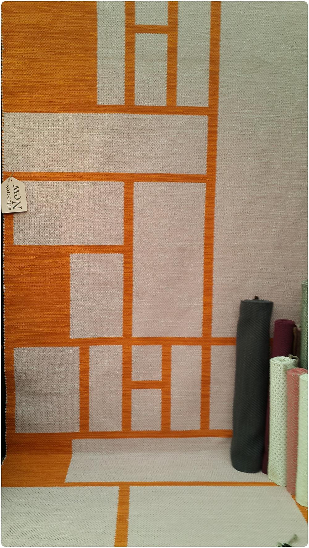 שטיחים בצורות גאומטריות בתערוכת העיצוב בלונדון צילום ועריכה: רויטל רודצקי עיצוב פנים והום סטיילינג