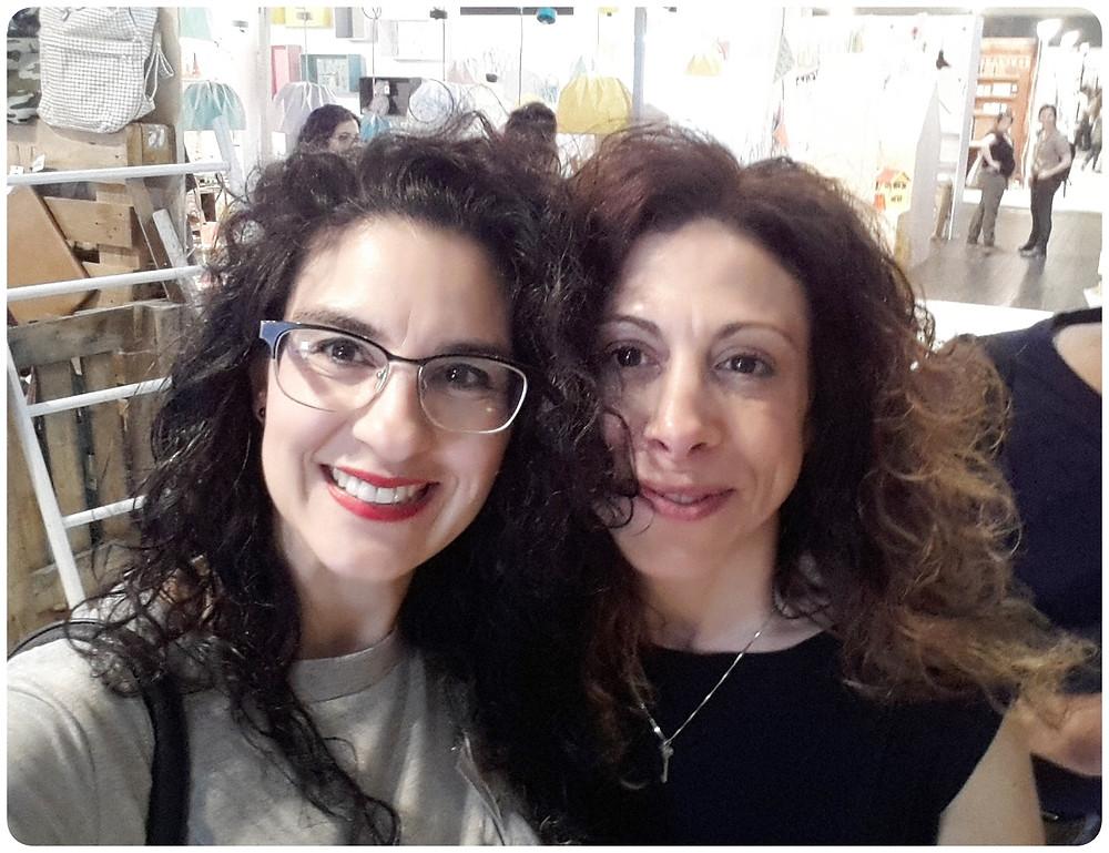 """יוצרת התערוכה ליאת רהב ואני תערוכת חנויות בת""""א צילום ועריכה: רויטל רודצקי"""