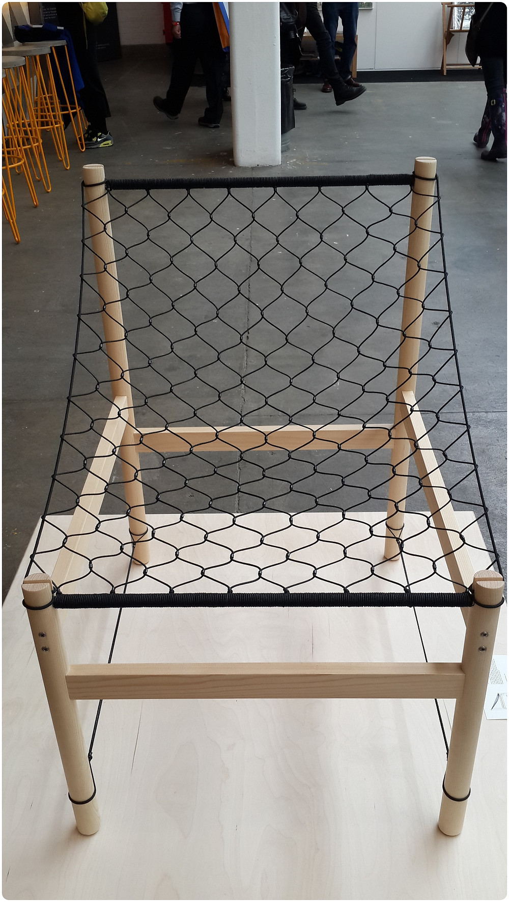 כסא בתערוכה בלונדון צילום ועריכה: רויטל רודצקי עיצוב פנים והום סטיילינג