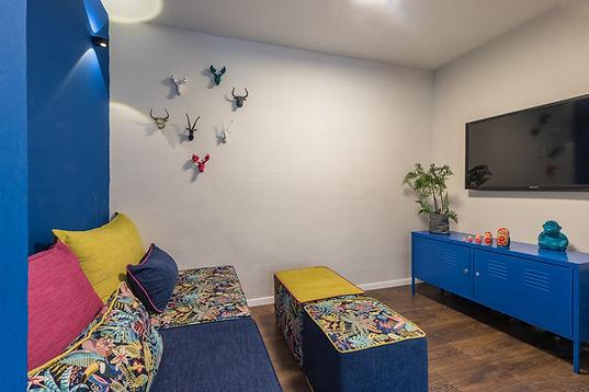 בית המודיעין - 2 קיר חדר משפחה.jpg