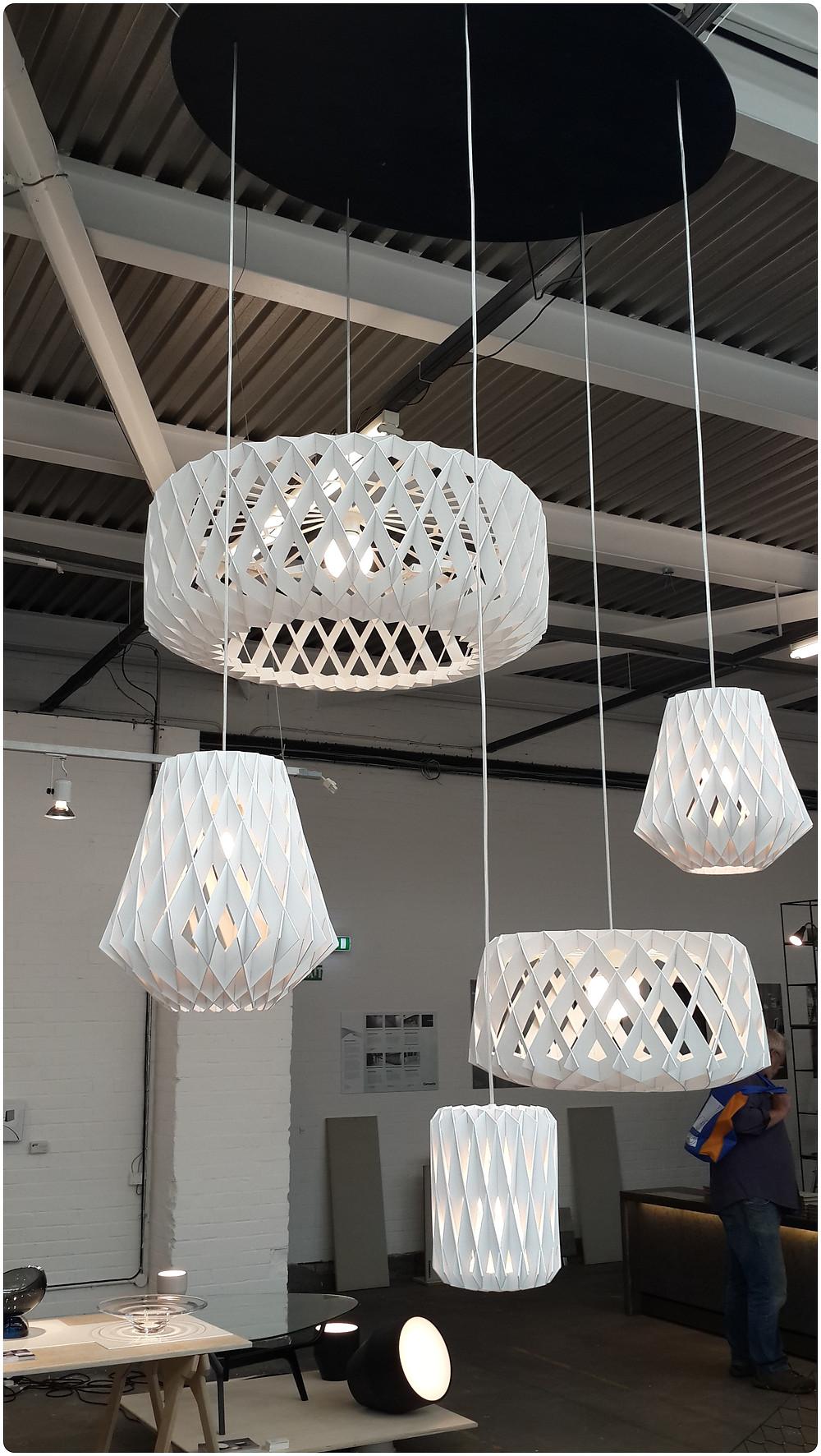 גופי תאורה אוריגמי תערוכת העיצוב בלונדון צילום ועריכה: רויטל רודצקי עיצוב פנים והום סטיילינג