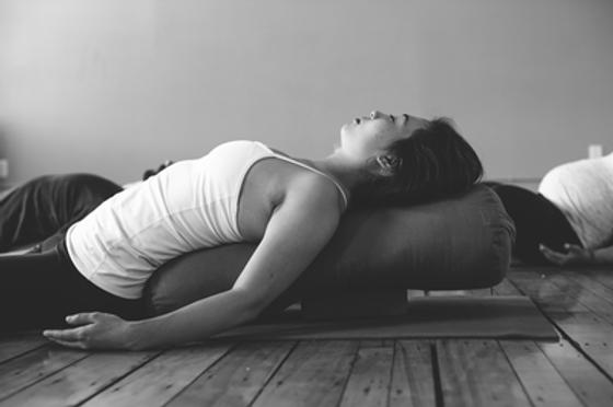 Yin-Yoga-.png