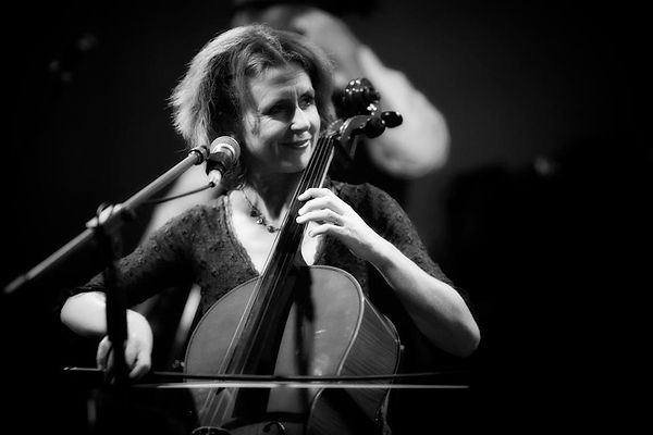 Helen Mountfort plays solo cello