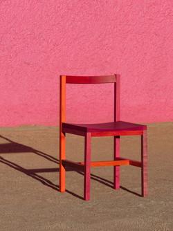 Uma cadeira vermelha e o tesouro do passado
