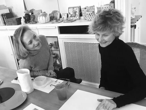 Première rencontre entre Béatrice, graphiste et Aurore, doreuse