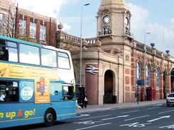 Leicester-station-and-bus.jpg