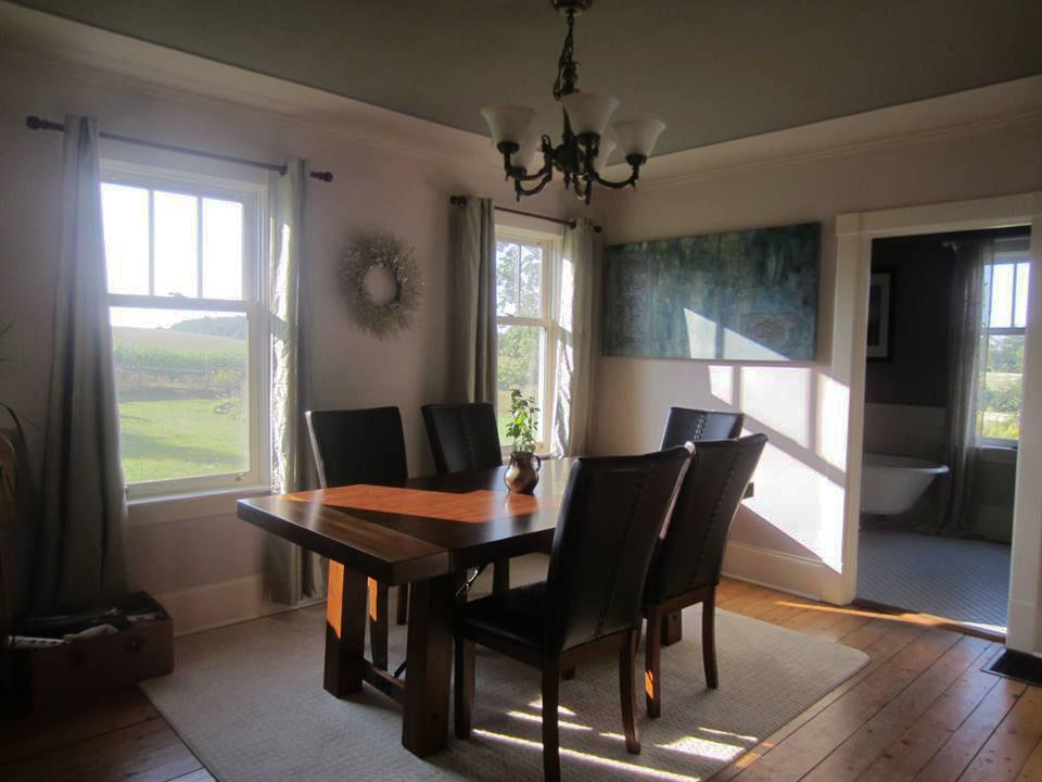shubie farmhouse dining room
