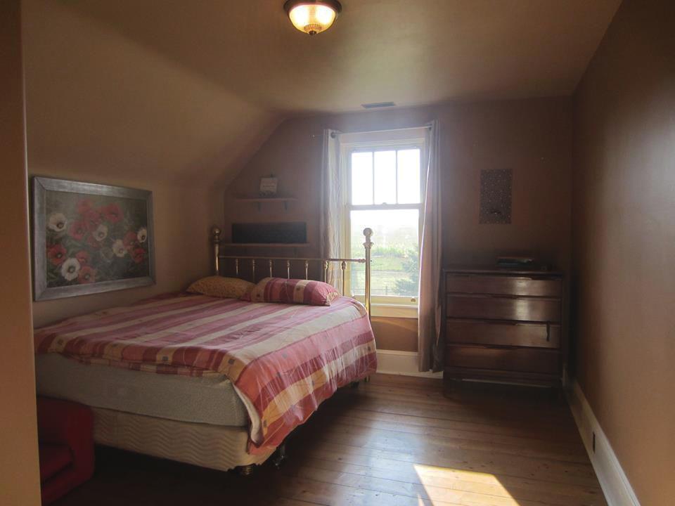 shube farmhouse bedroom2