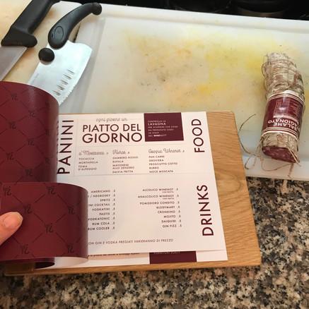 menù in carta su base in legno  per WINENOT?