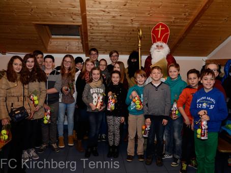 Nikolaus besucht Tennisnachwuchs
