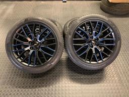 set of mustang wheels done in a custom 2tone job - Satin black and gloss blue detaling