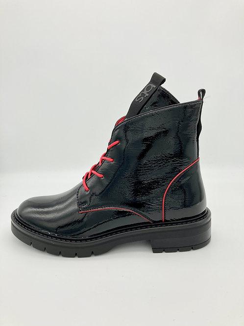 Betsy Black Patent Boot. B005