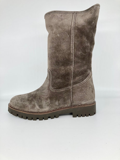 Alpe soft brown suede boot. AL003