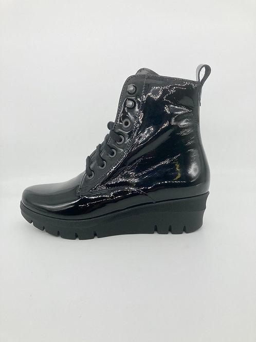 Pitillos Black Patent Wedge Boot. P001