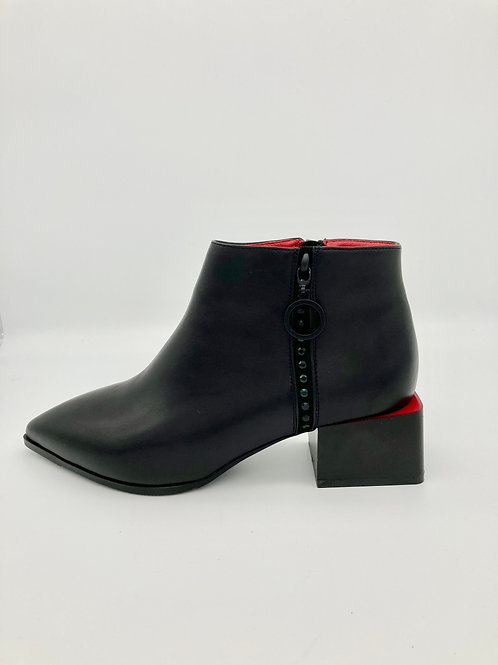 Betsy Black Boot -feature red trim.B006