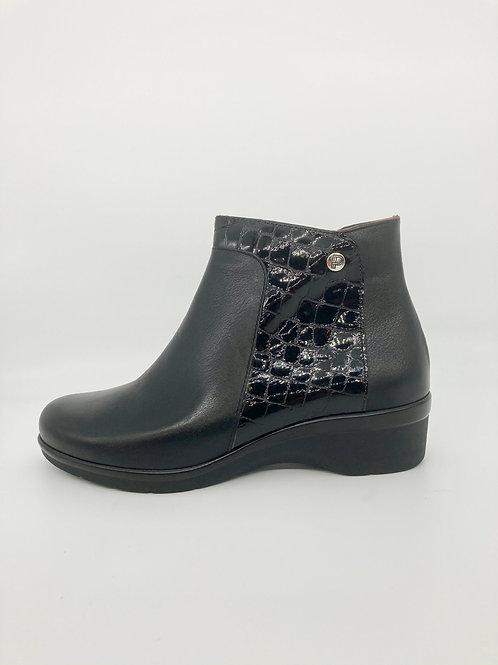 Pitillos Black Wedge Boots. P003