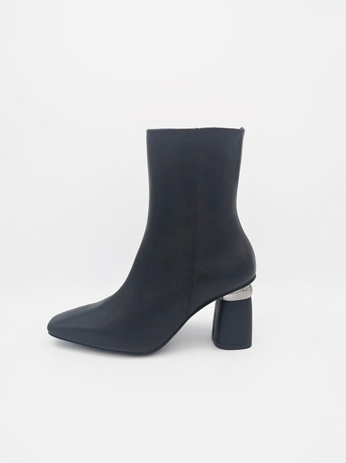Marian Boot with feature Heel. M006