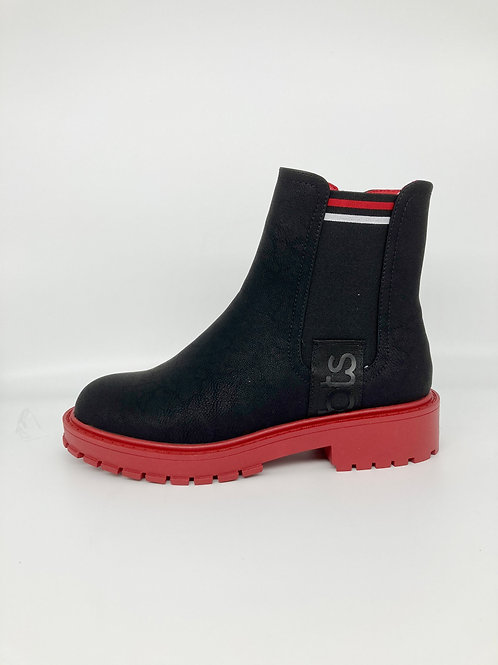 Betsy Black Boot with feature sole. B004