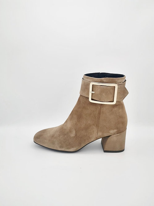 Marian Soft Tan suede Boots. M007