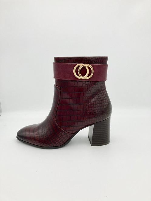 Tamaris Burgundy Boot. T012