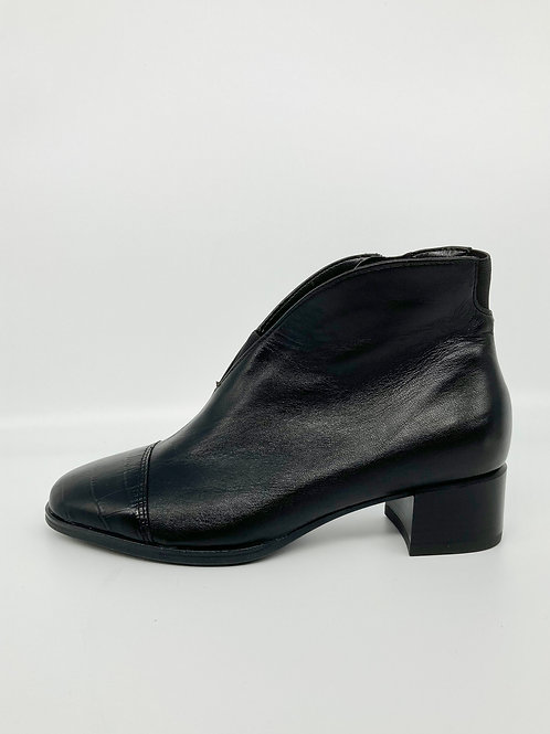 Ara Black wide fit boot. A007