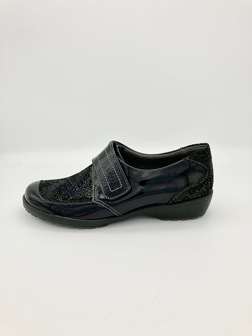 Suave slip on with Velcro strap. S001