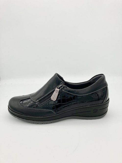Suave Black Slip-on with zip access. S002