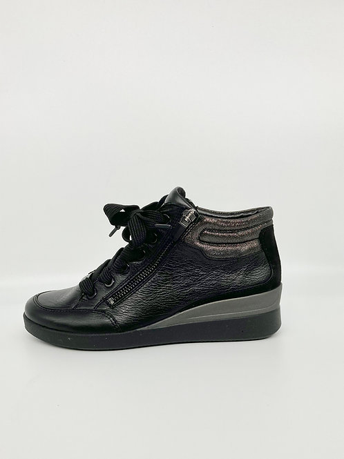 Ara Leather Trainers. A006