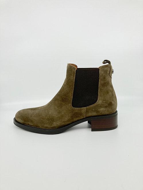 Alpe Khaki Green suede pull on boot.A002