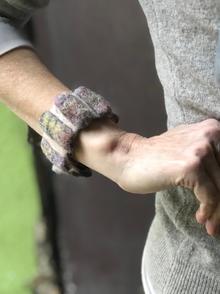 Armband grisgiu