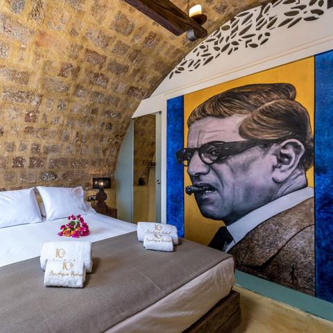 Onasis room